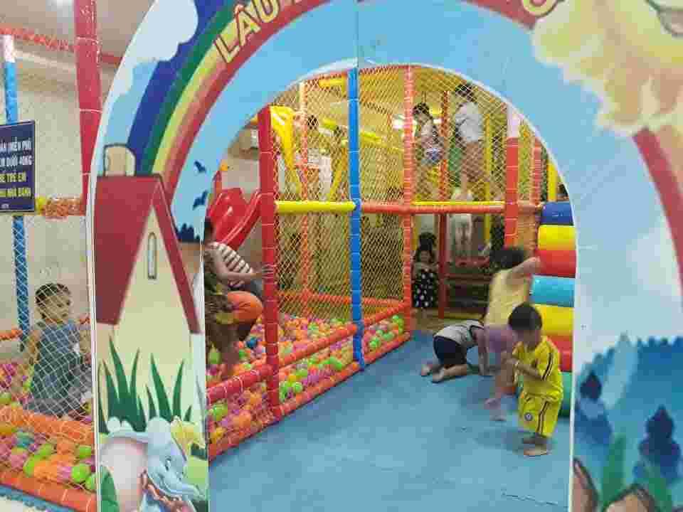 Khu vui chơi nhà banh trẻ em miễn phí giữa lòng quán cafe Thủ Đức